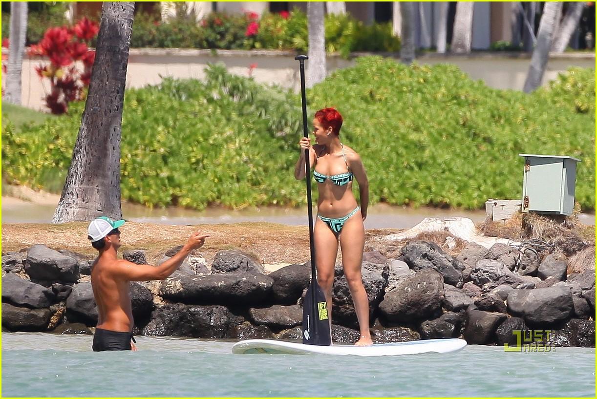 rihanna bikini hawaii 08