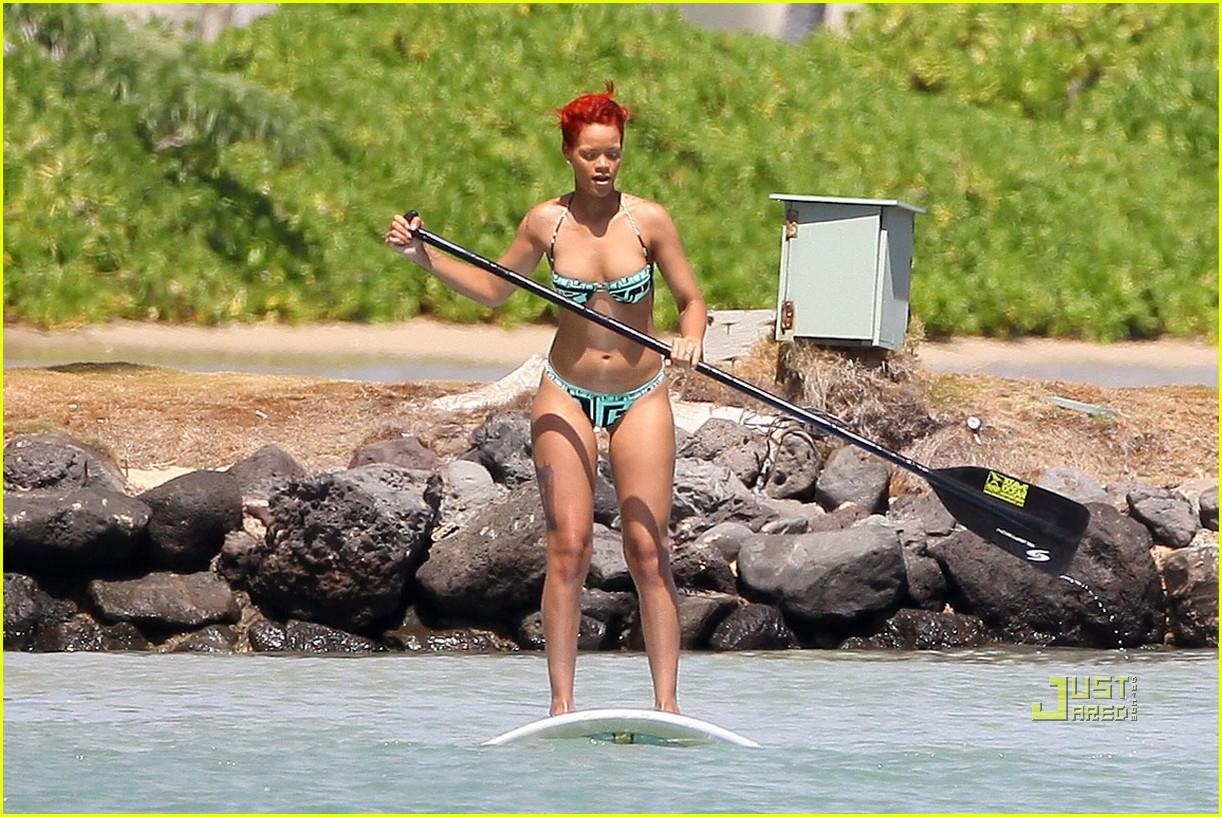 rihanna bikini hawaii 10