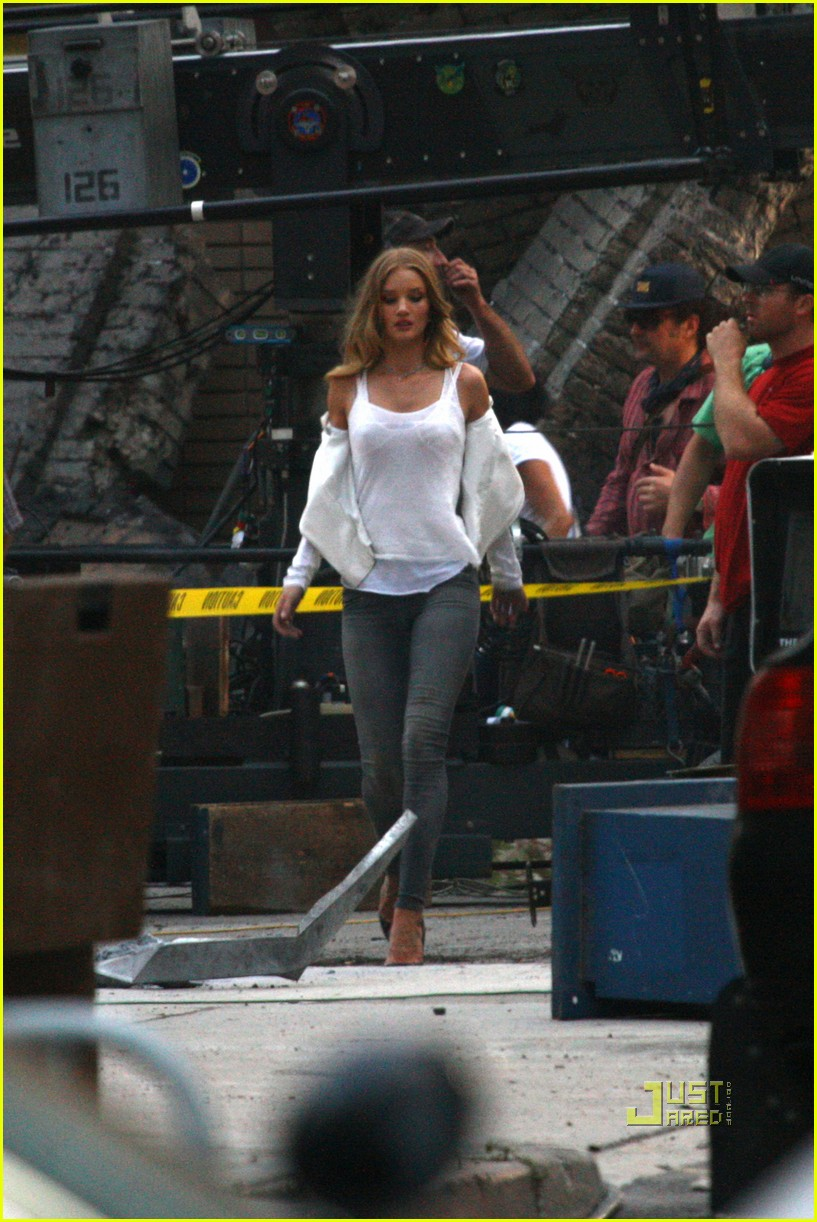 shia labeouf rosie huntington whiteley transformers 3 detroit 03