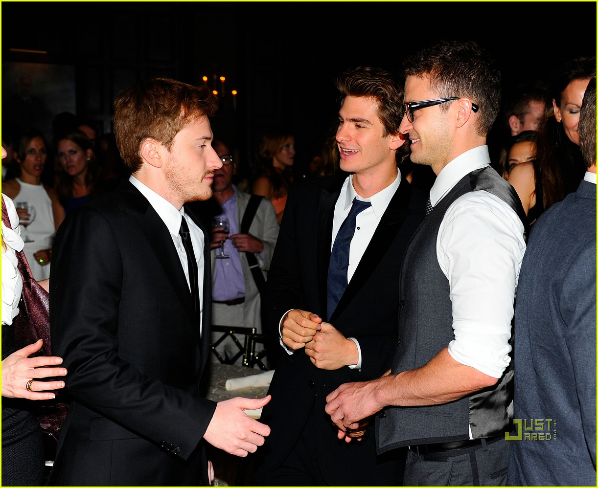 social network premiere 18