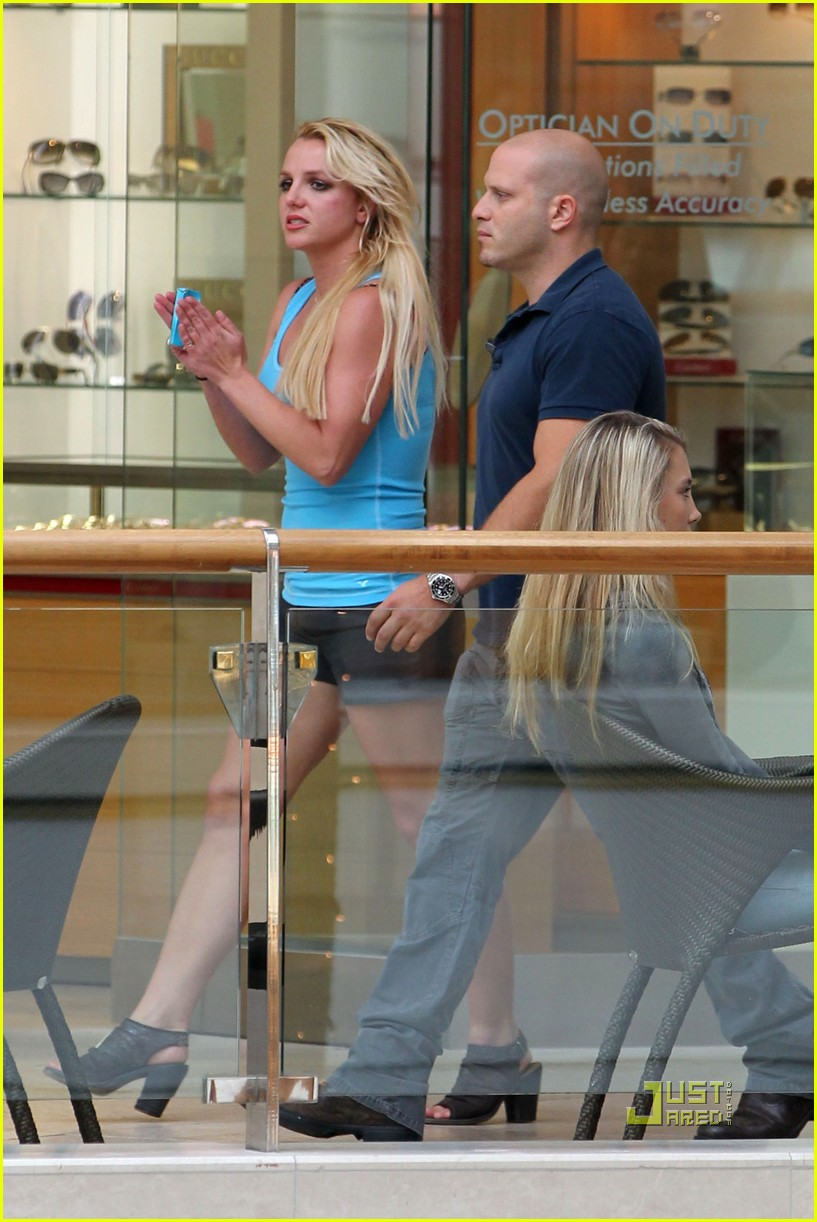 britney spears topanga mall with boys 03