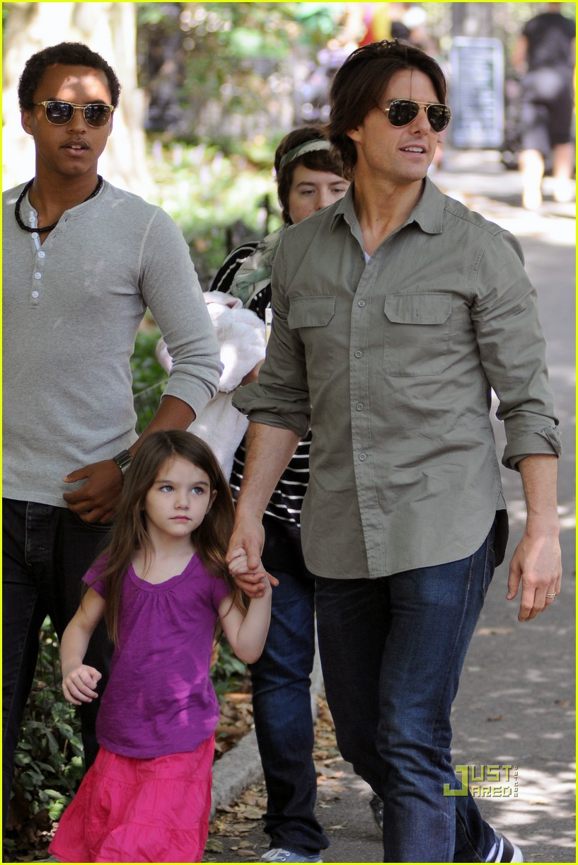 tom cruise suri isabella central park playground 09