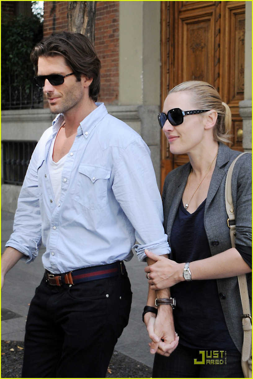 kate winslet louis dowler hold hands 022482001