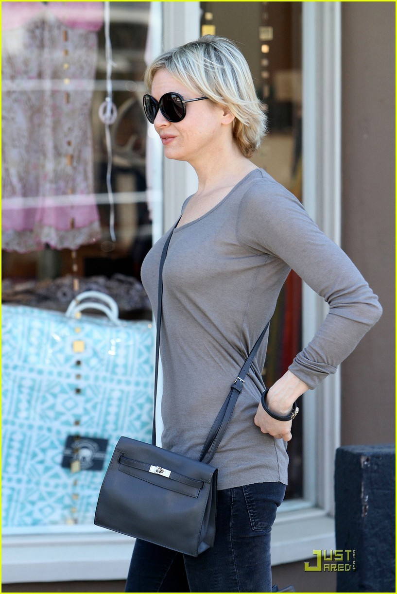 renee zellweger shops with bradley coopers mom 05