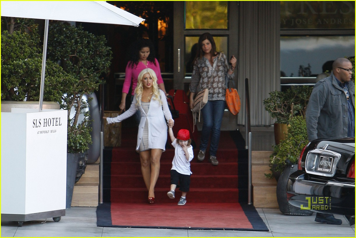 christina aguilera sls move out with max 11