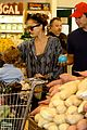 jessica alba cash warren family food shoppers 07