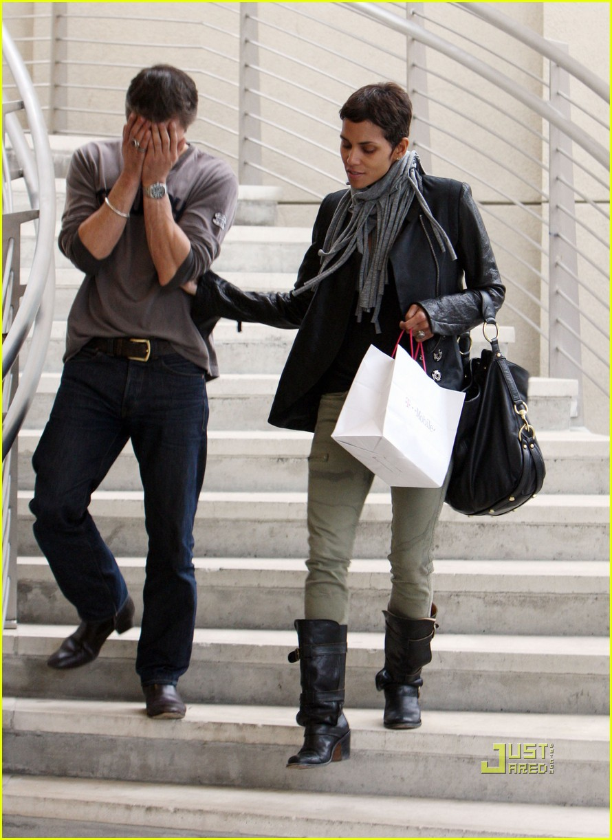 halle berry olivier martinez tmobile twosome 01
