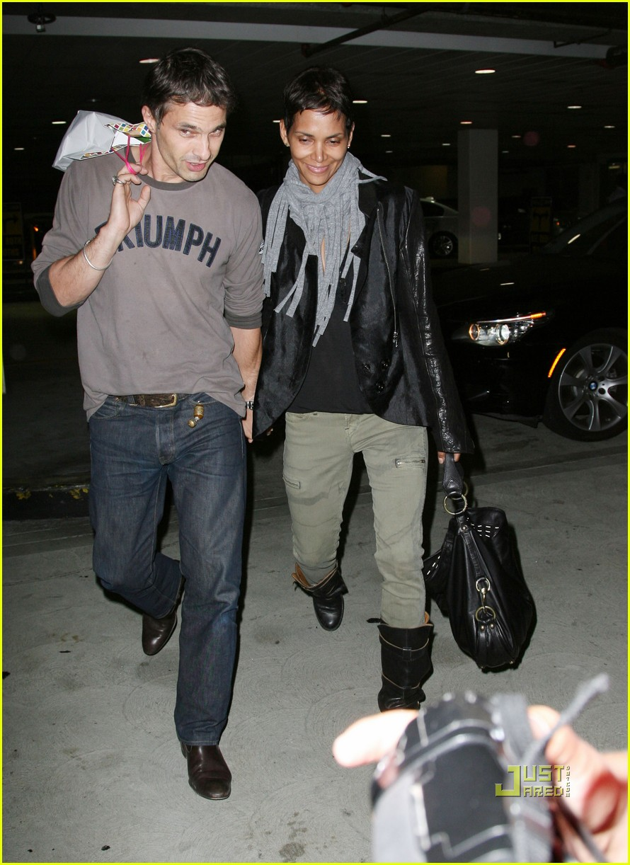 halle berry olivier martinez tmobile twosome 11