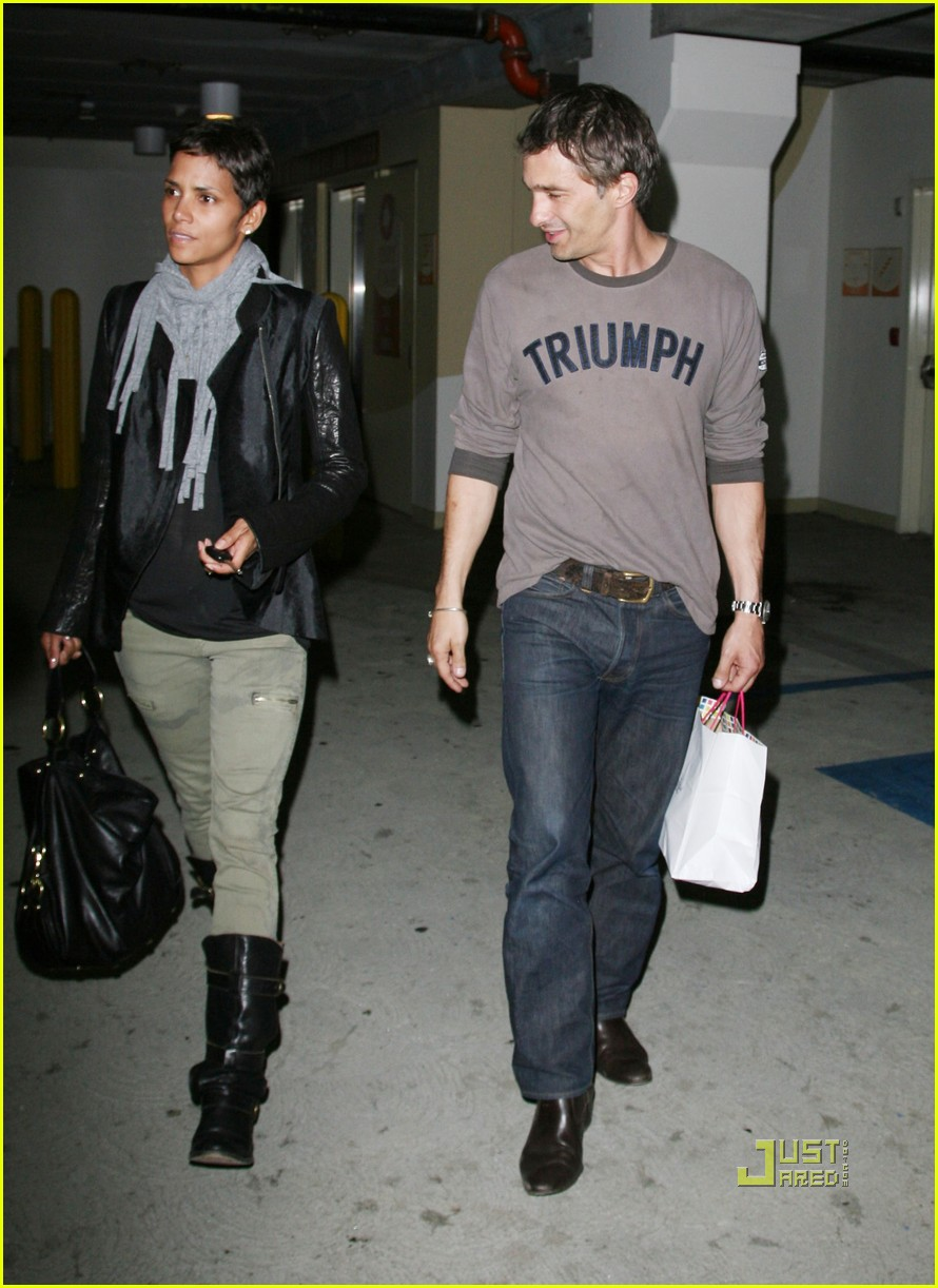 halle berry olivier martinez tmobile twosome 122487504