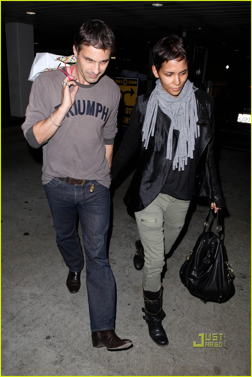 halle berry olivier martinez tmobile twosome 15