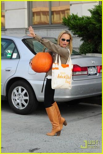 kristin chenoweth petite pumpkin picker 032485525
