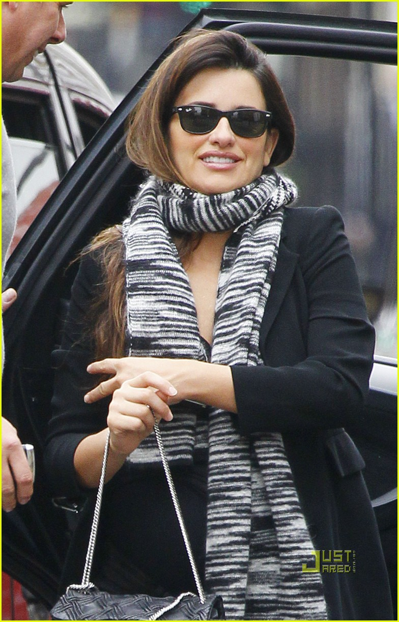 penelope cruz london lunch date 012491359
