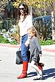 jennifer garner violet affleck library book borrowers 02