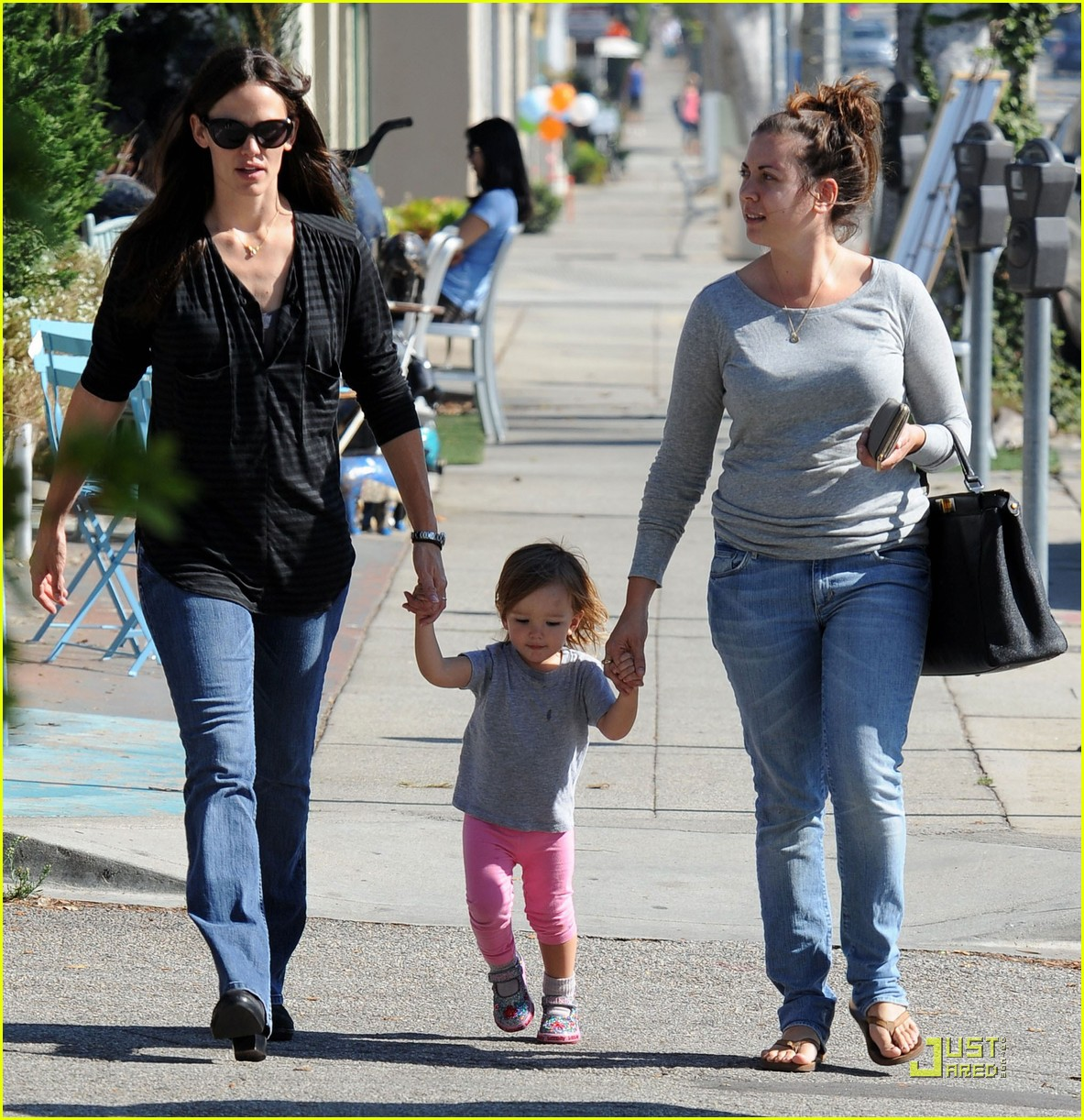 jennifer garner is a mighty mom 02