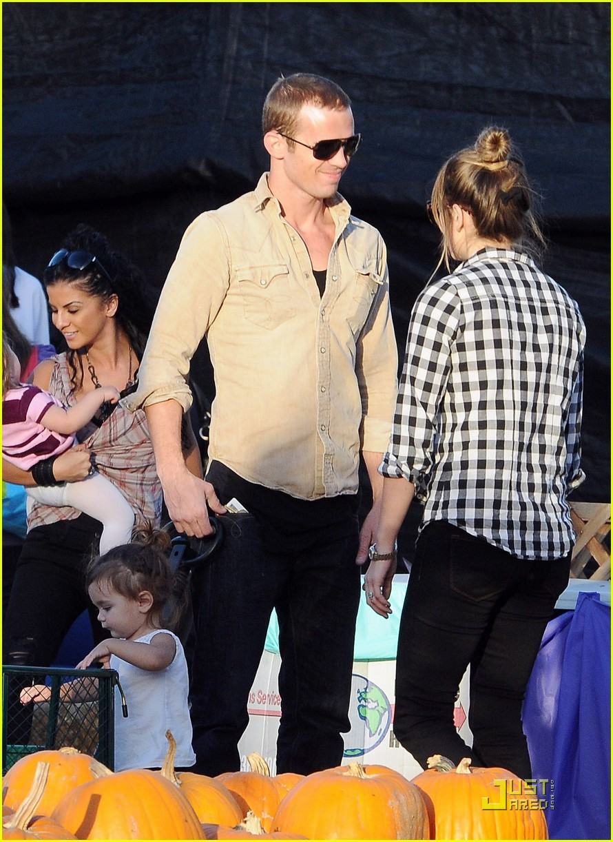 cam gigandet visits a pumpkin patch 04