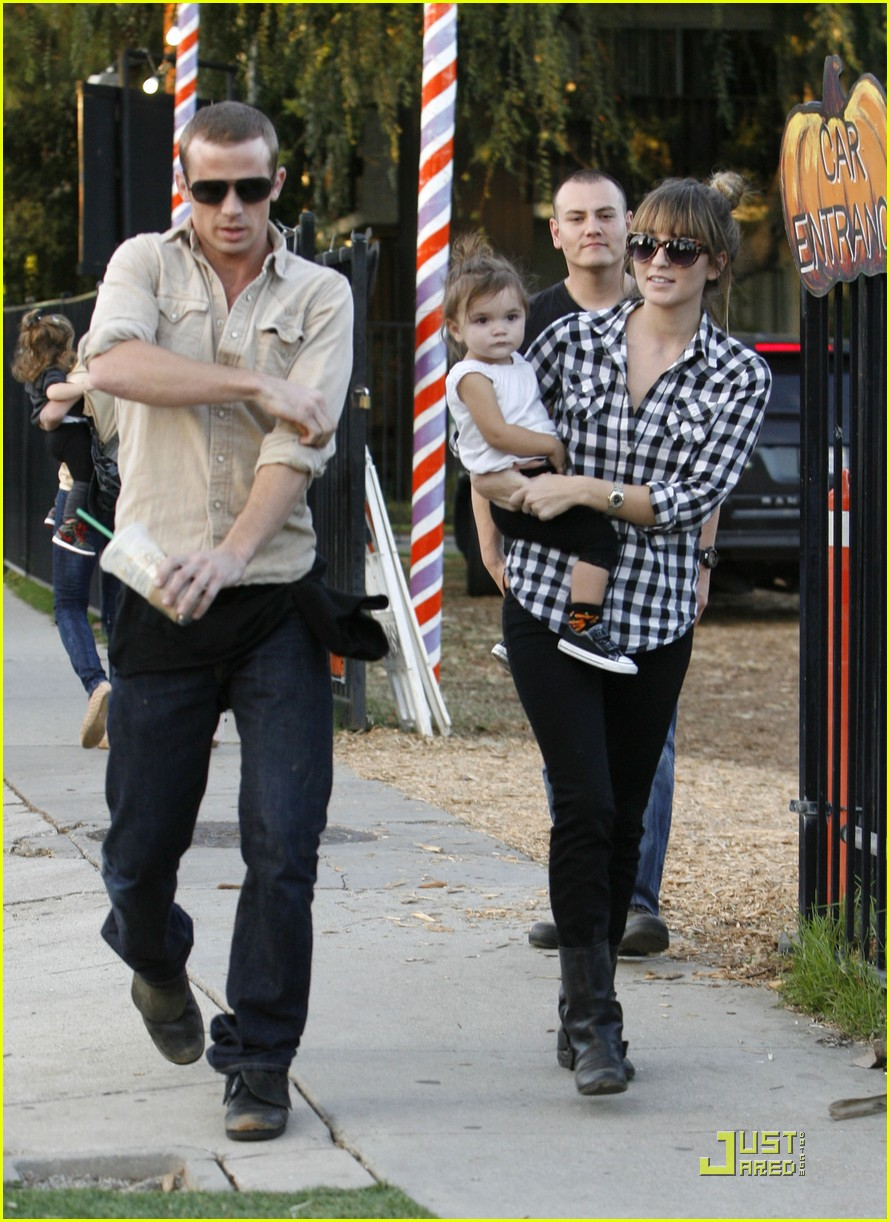 cam gigandet visits a pumpkin patch 10