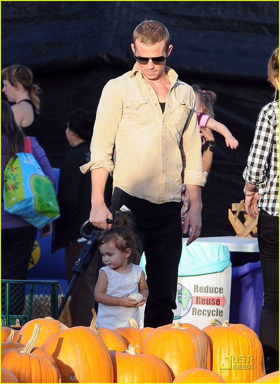 cam gigandet visits a pumpkin patch 11