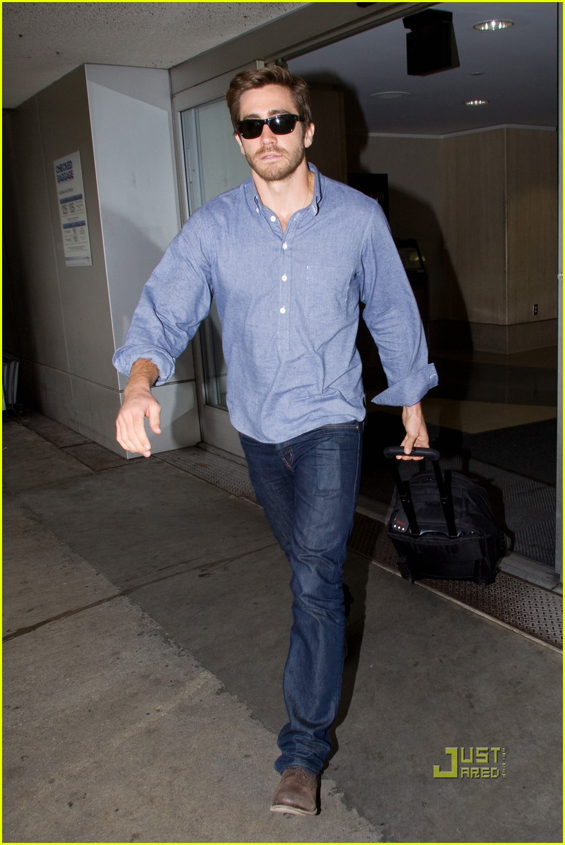 jake gyllenhaal blue shirt lax 02