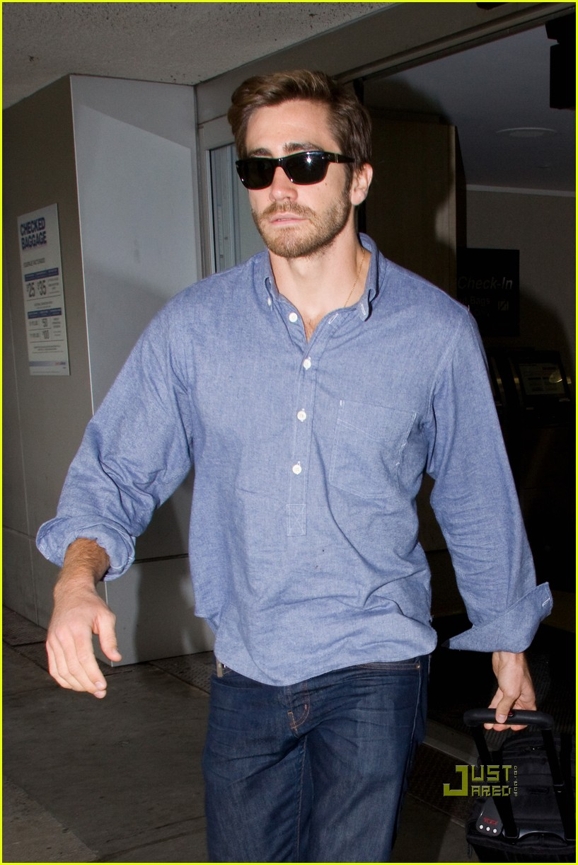 Full Sized Photo of ja... Jake Gyllenhaal