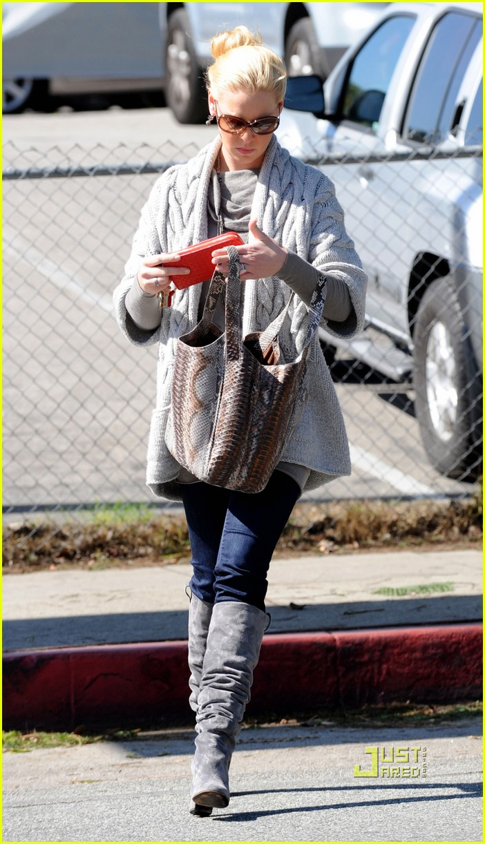 katherine heigl errands los feliz cable knit sweater 112490514