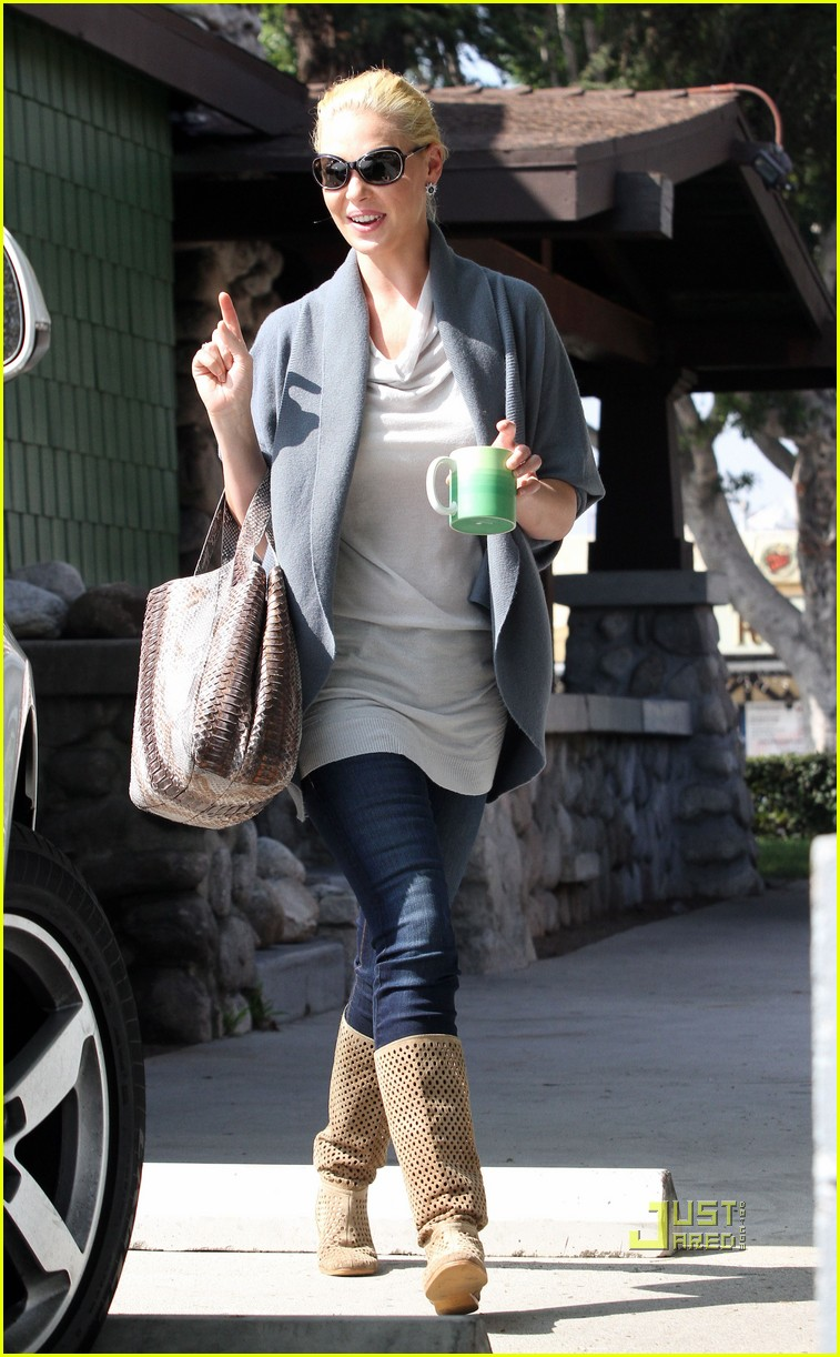 katherine heigl takes her coffee to go 05