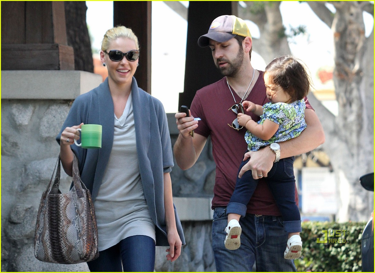 katherine heigl takes her coffee to go 06