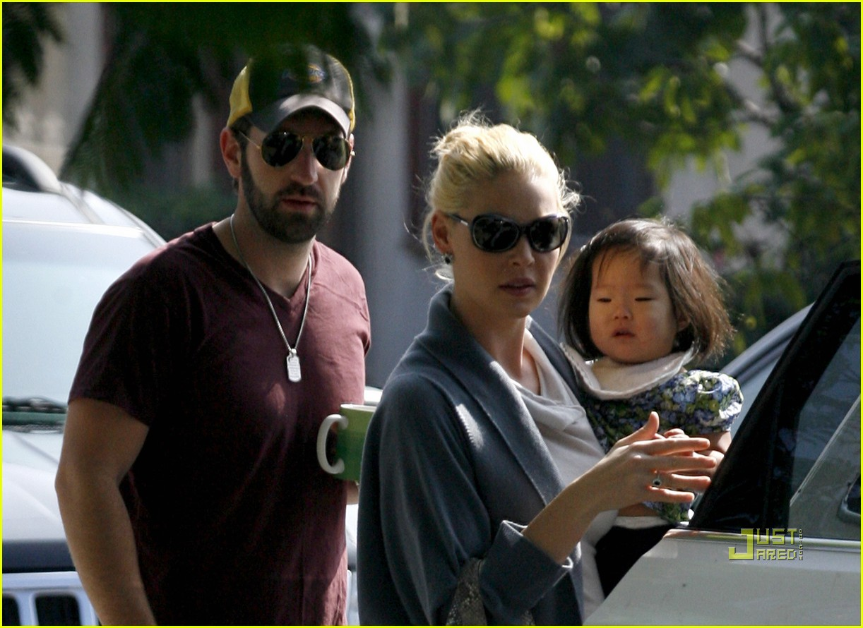 katherine heigl takes her coffee to go 12