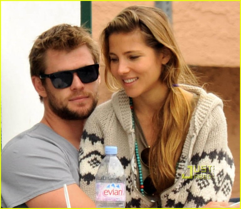 chris hemsworth elsa pataky lap venice 01