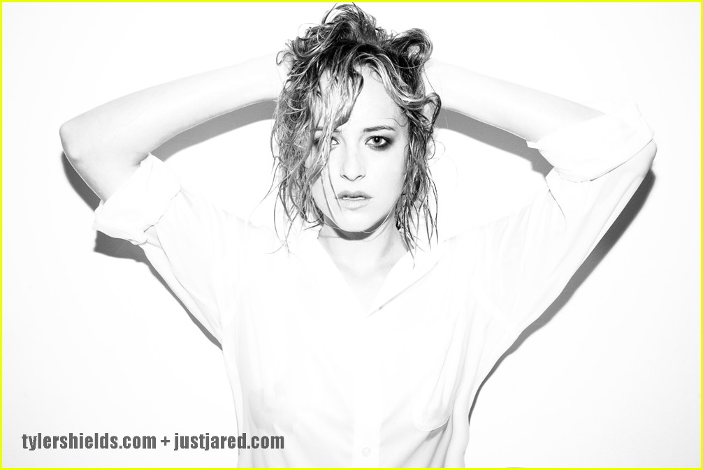dakota johnson social network 03