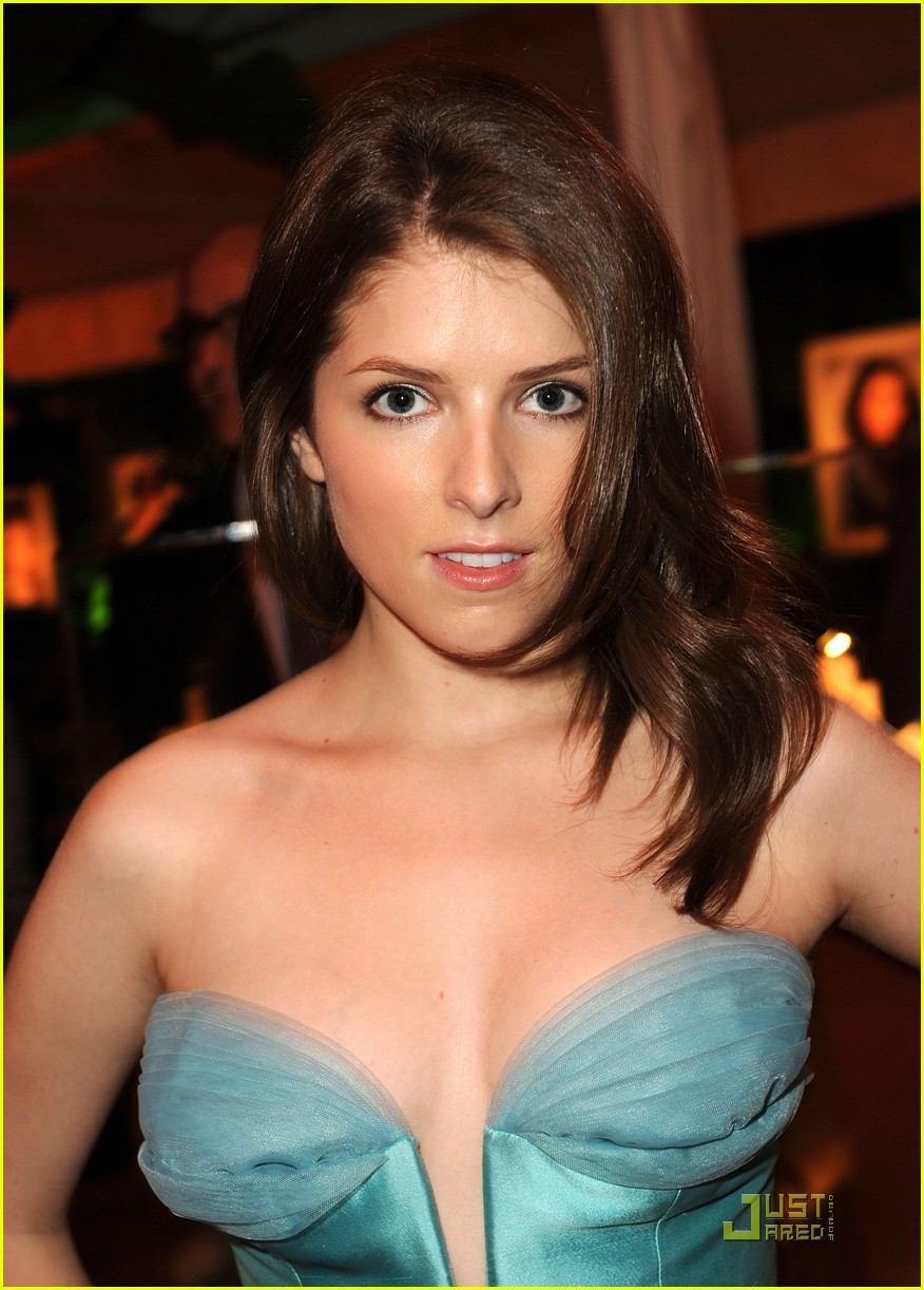 Anna Kendrick Plunges Into Hollywood Tribute