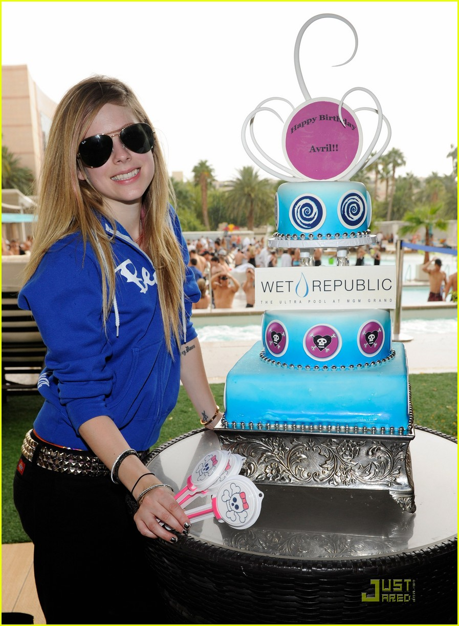 avril lavigne birthday 112484543