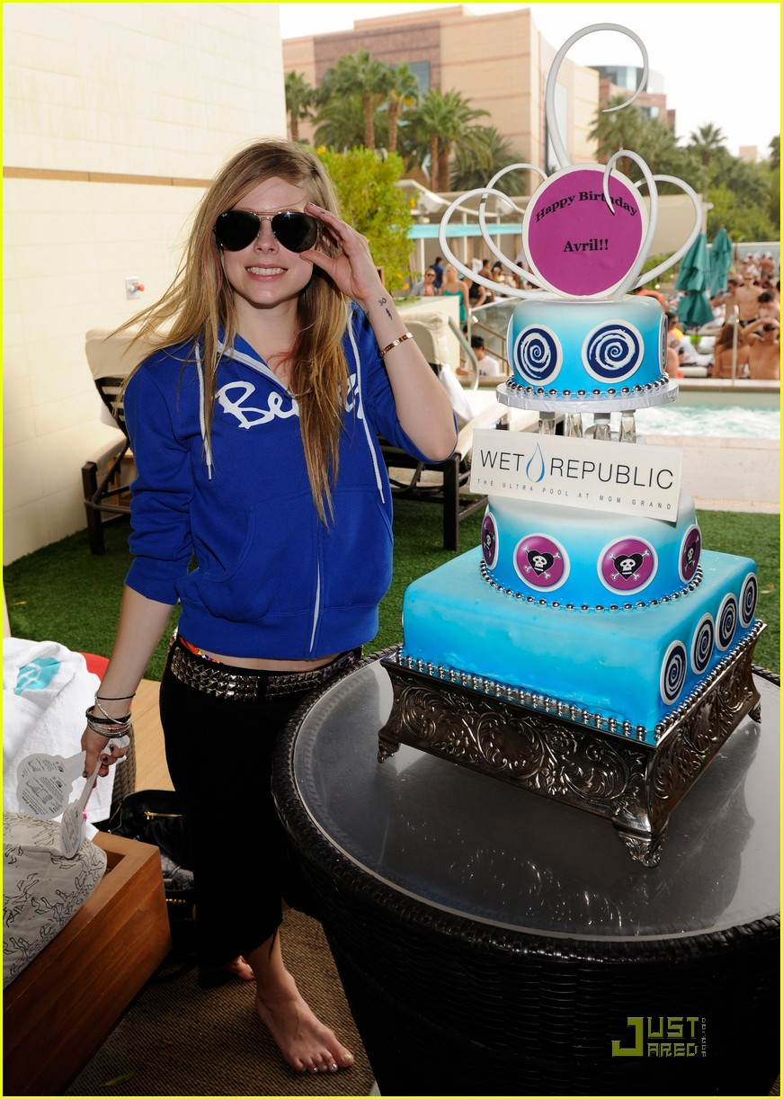avril lavigne birthday 142484546
