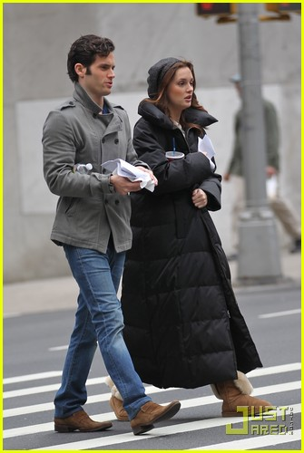 blake lively leighton meester bundle up gossip girl 02