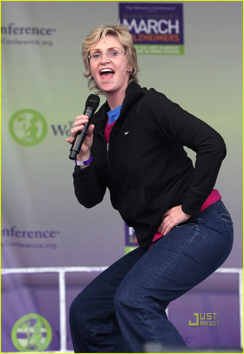 jane lynch gets physical with jane fonda 09