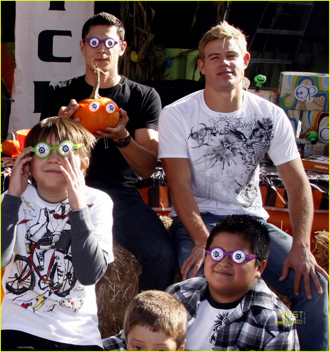 cory monteith trevor donovan alex meraz pumpkin patch 06