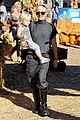 gwen stefani pumpkin patch playtime with zuma and kingston 20