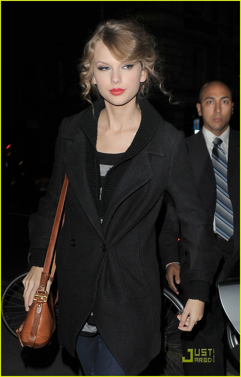 taylor swift shops at topshop 02