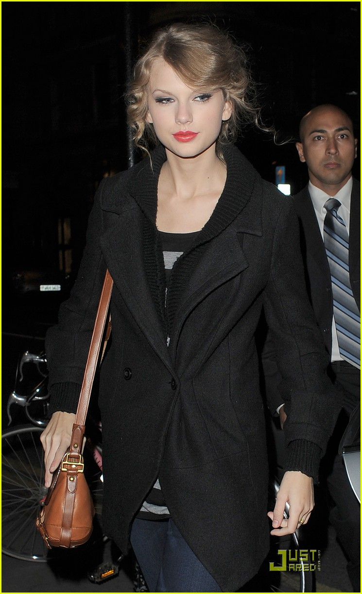 taylor swift shops at topshop 08