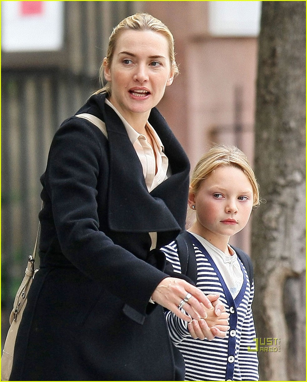 kate winslet mia school west village hug 05
