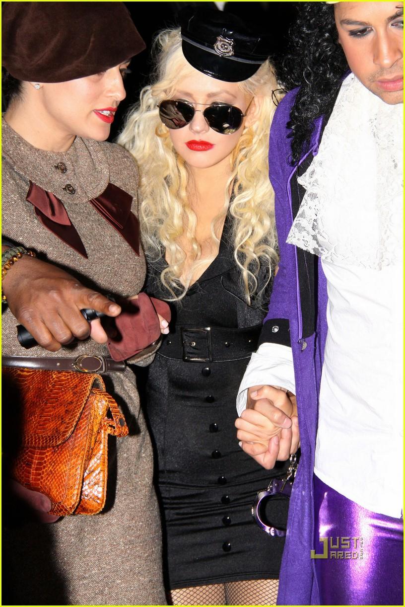christina aguilera cop costume for halloween - Christina Aguilera Halloween