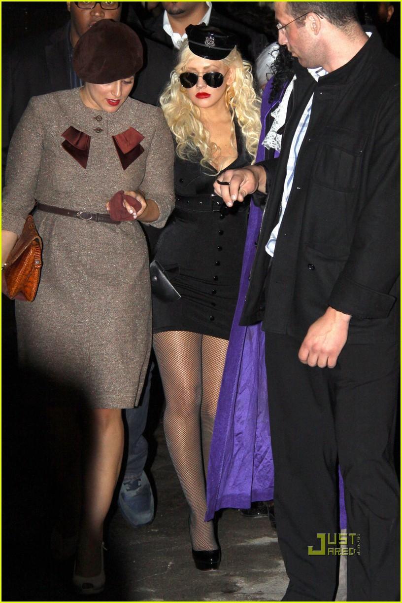 christina aguilera cop costume for halloween photo 2492019 christina aguilera pictures just jared - Christina Aguilera Halloween