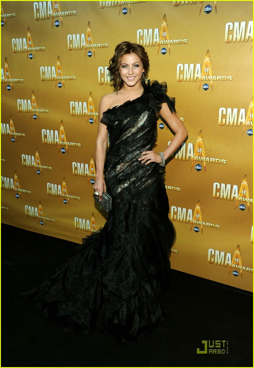 laura bell bundy julianne hough cma 022494508