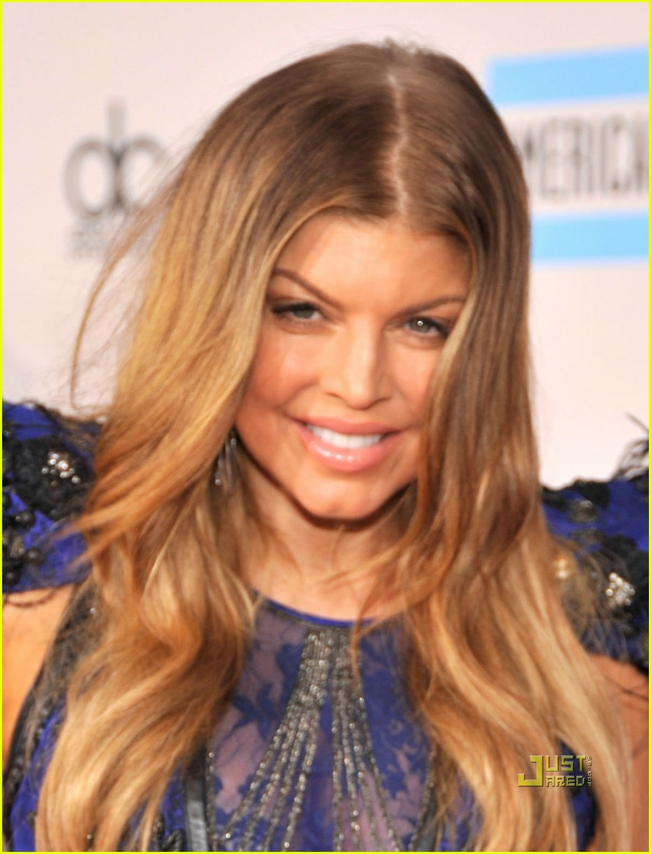 fergie amas red carpet 2010 032497293