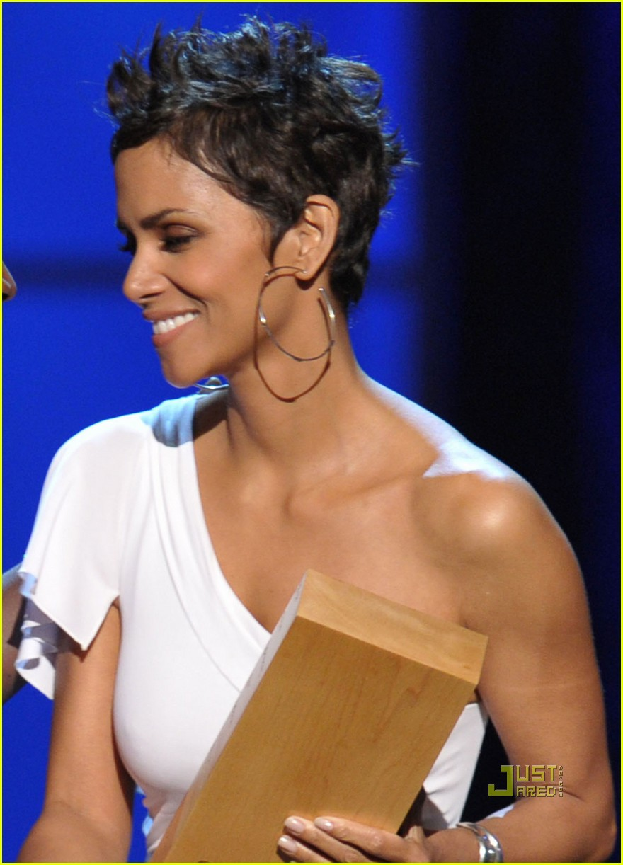 halle berry cnn heroes 032497225