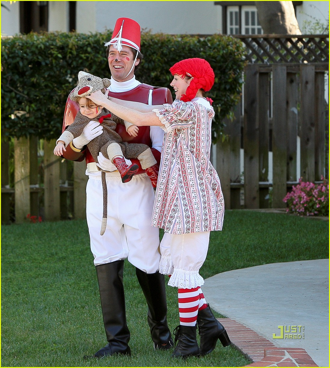 alyson hannigan satyana halloween sock monkey 14