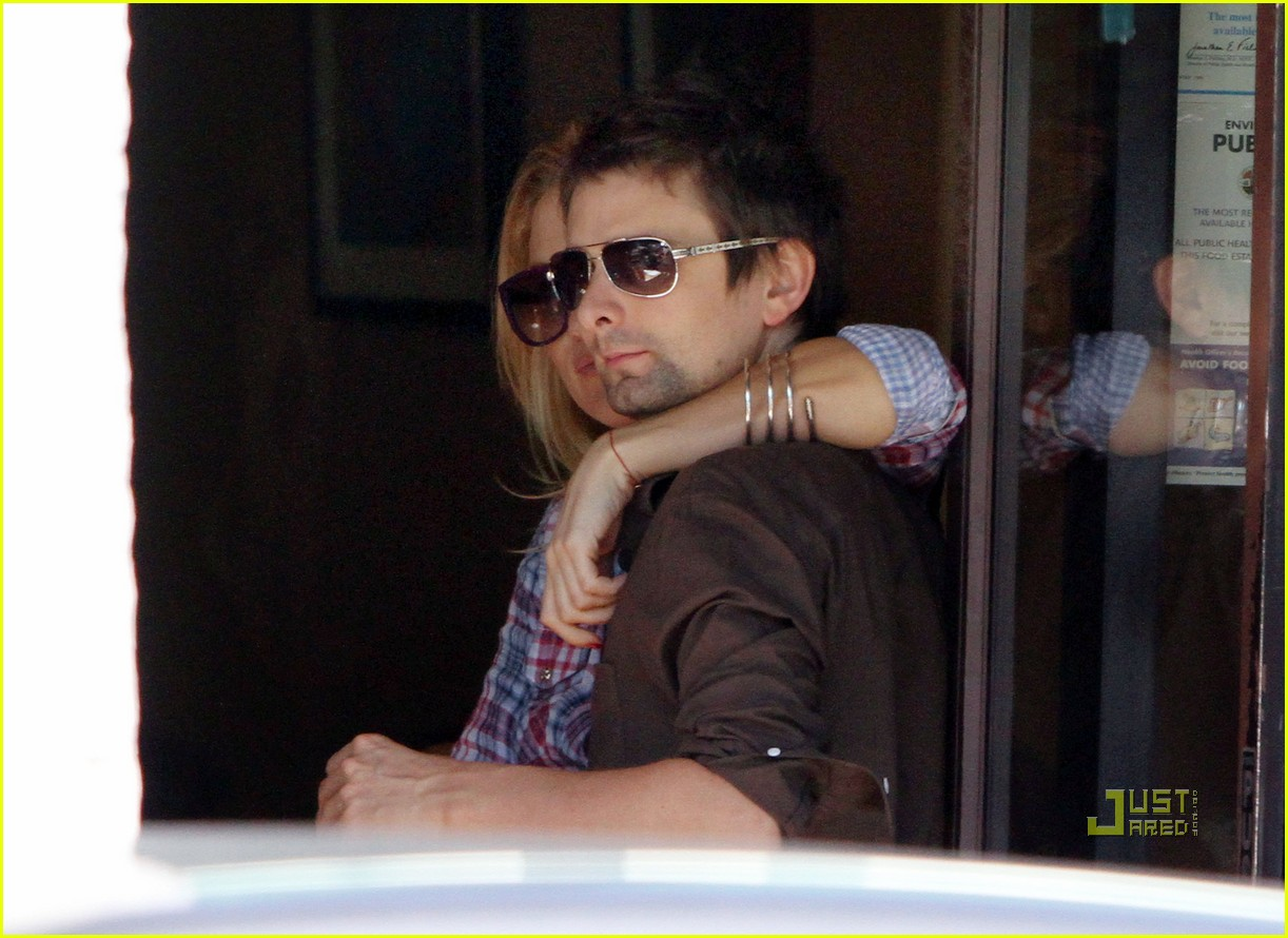 kate hudson matthew bellamy pacific palisades pair 05