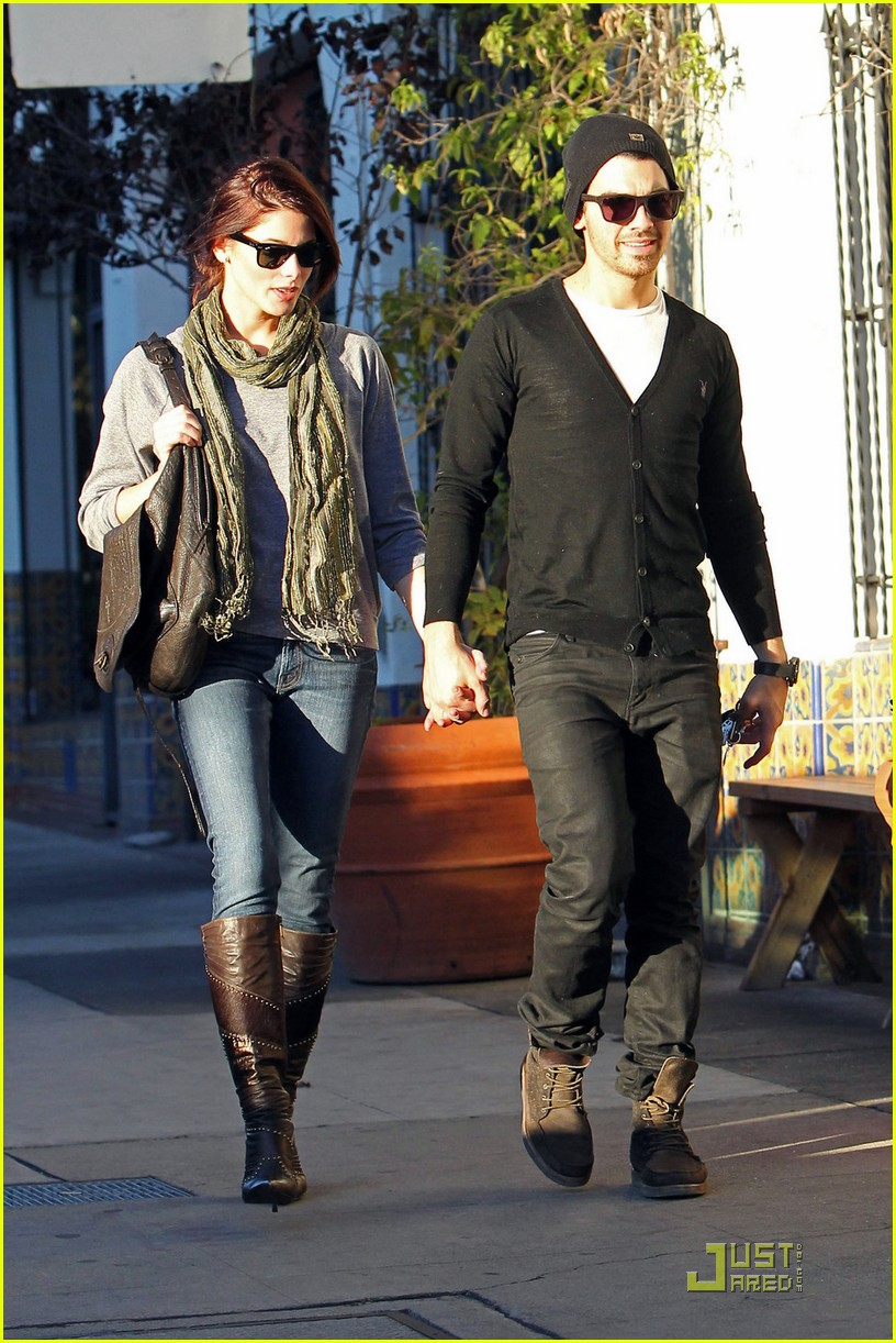 joe jonas ashley greene hollywood 02