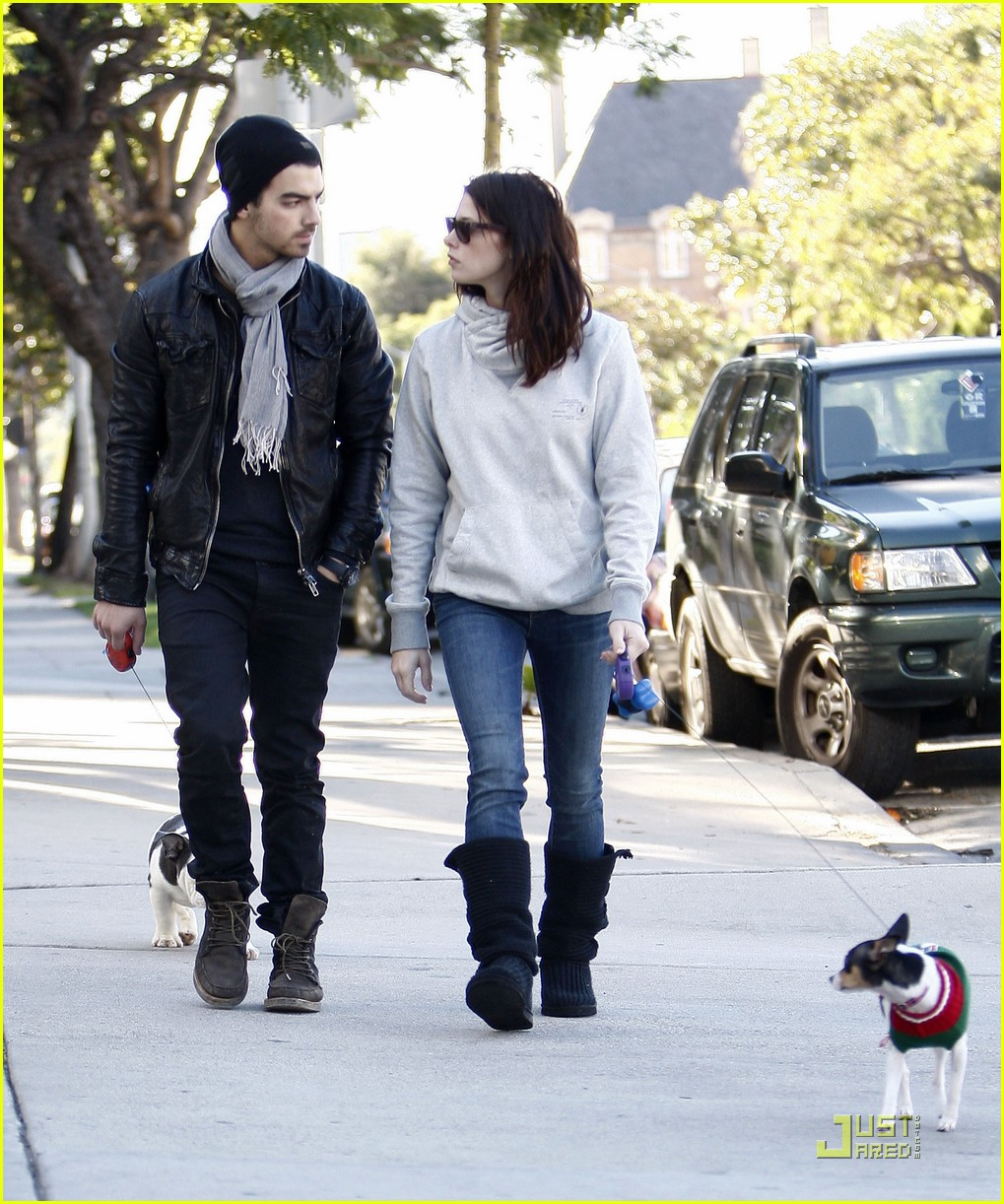 joe jonas ashley greene hollywood 042498913