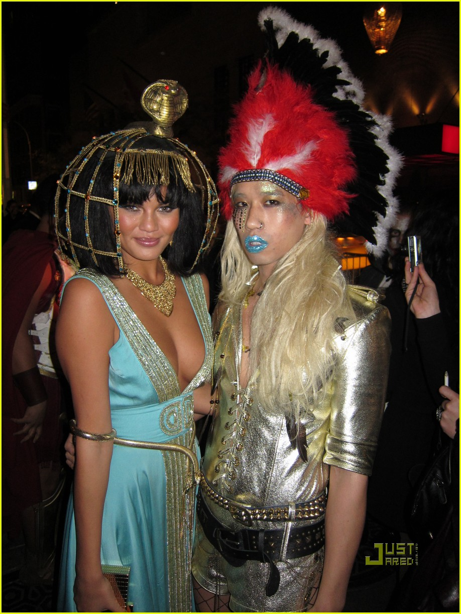 heidi klum halloween party with keha - Halloween Parties Brooklyn