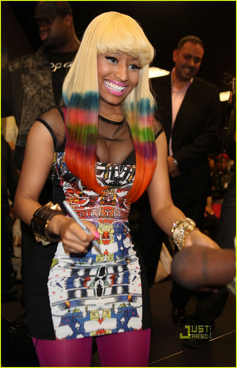 nicki minaj rainbow hair at album signing 02
